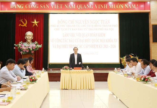 Chủ tịch HĐND TP Hà Nội kiểm tra công tác phục vụ bầu cử ở quận Hoàn Kiếm ảnh 2