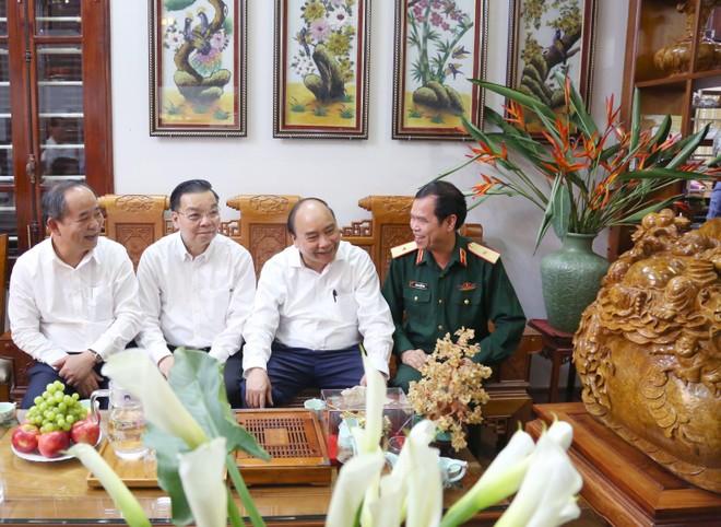Chủ tịch nước Nguyễn Xuân Phúc thăm gia đình liệt sỹ, thương binh tại Hà Nội ảnh 2