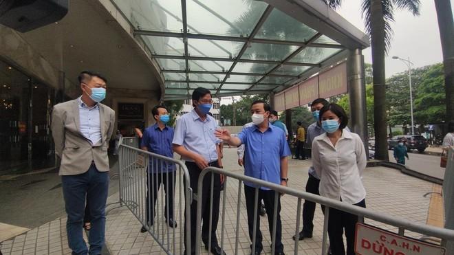 Kiểm tra phòng chống Covid-19 ở khách sạn, công viên, Phó Chủ tịch Hà Nội yêu cầu xử lý nghiêm vi phạm ảnh 2