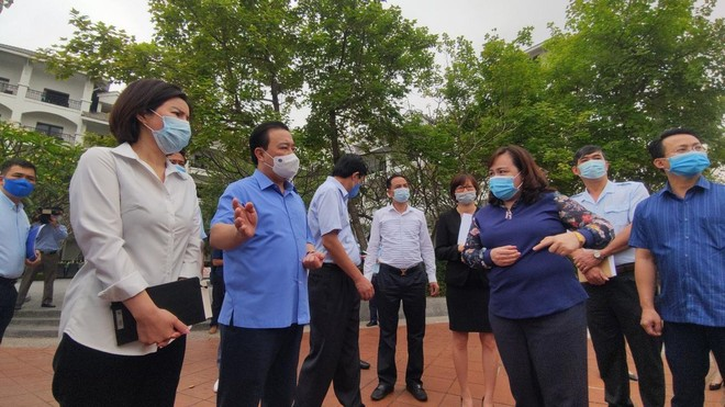 Kiểm tra phòng chống Covid-19 ở khách sạn, công viên, Phó Chủ tịch Hà Nội yêu cầu xử lý nghiêm vi phạm ảnh 1