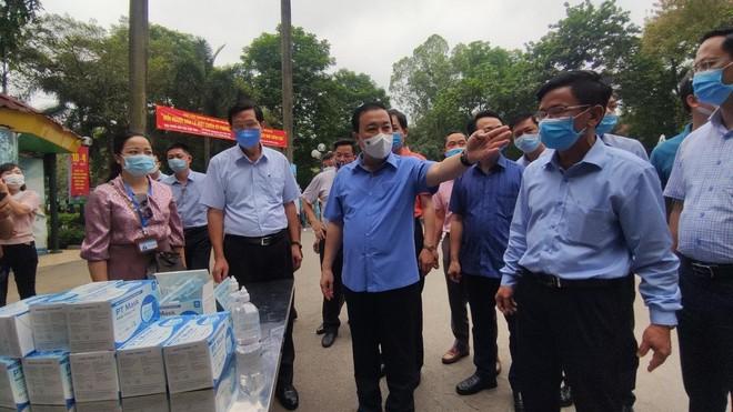 Kiểm tra phòng chống Covid-19 ở khách sạn, công viên, Phó Chủ tịch Hà Nội yêu cầu xử lý nghiêm vi phạm ảnh 3