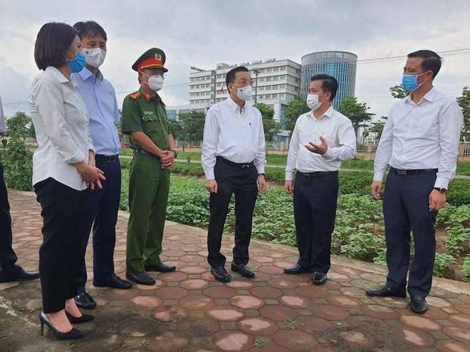 Chủ tịch Hà Nội kiểm tra công tác phong tỏa, họp trực tuyến khẩn để nhanh chóng dập dịch ảnh 1