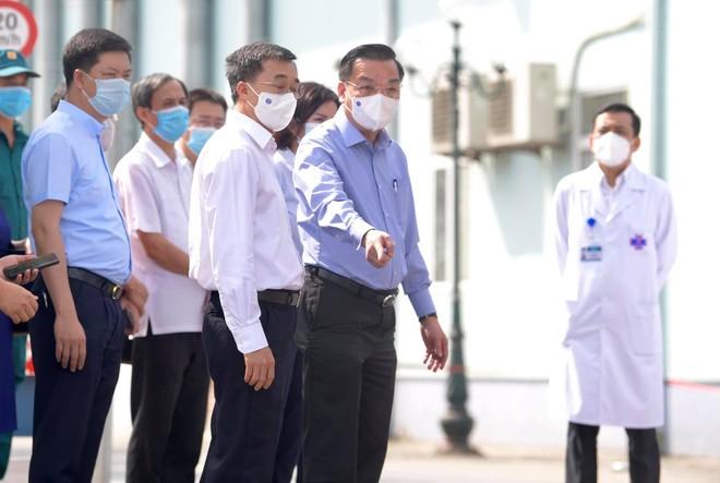 """Hà Nội: Bốn biện pháp cấp bách để dập dịch, tiếp tục """"thần tốc"""" tiêm vaccine Covid-19 cho nhân dân ảnh 1"""