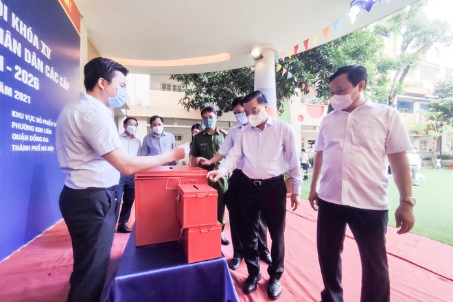 Chủ tịch Hà Nội kiểm tra công tác chuẩn bị bầu cử gắn với phòng dịch ở Phúc Thọ, Đống Đa ảnh 2
