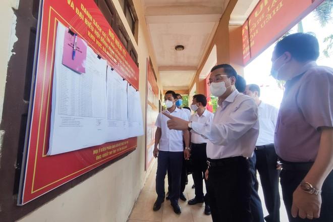 Chủ tịch Hà Nội kiểm tra công tác chuẩn bị bầu cử gắn với phòng dịch ở Phúc Thọ, Đống Đa ảnh 1