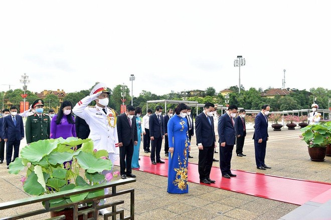 Lãnh đạo Đảng, Nhà nước, TP Hà Nội vào Lăng viếng Chủ tịch Hồ Chí Minh ảnh 2