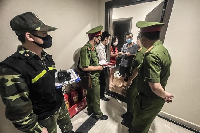 Hà Nội: Vận động người dân không ra khỏi nhà khi không cần thiết, Công an làm Tổ trưởng tổ Covid-19 cộng đồng ảnh 1