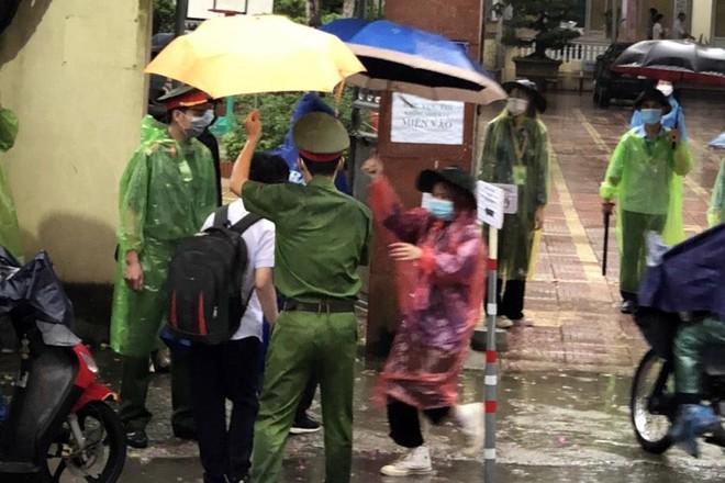 Hà Nội lên phương án ứng phó thời tiết mưa bão, đảm bảo an toàn kỳ thi lớp 10 ảnh 1