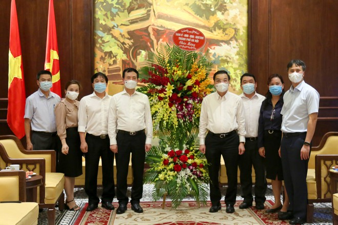 Chủ tịch Hà Nội thăm, chúc mừng các cơ quan báo chí nhân 96 năm Ngày Báo chí Cách mạng Việt Nam ảnh 1