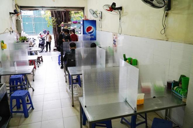 Hà Nội cho phép mở cửa trở lại cắt tóc, hàng ăn uống trong nhà từ 0h 22-6; bia hơi chỉ được bán mang về ảnh 1