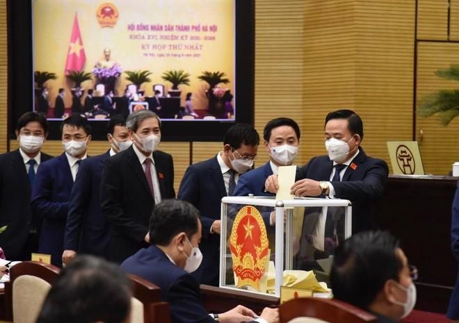 Hà Nội bầu 6 Phó Chủ tịch và 21 Ủy viên UBND TP nhiệm kỳ 2021-2026 ảnh 2