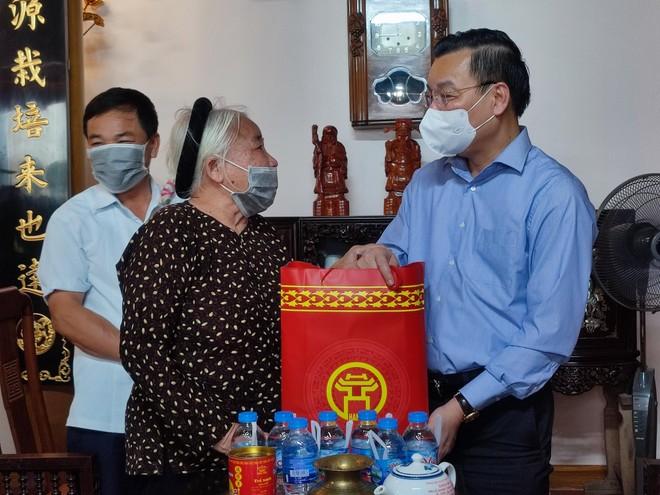 Chủ tịch UBND TP Hà Nội thăm hỏi gia đình chính sách tiêu biểu ở Đan Phượng ảnh 1