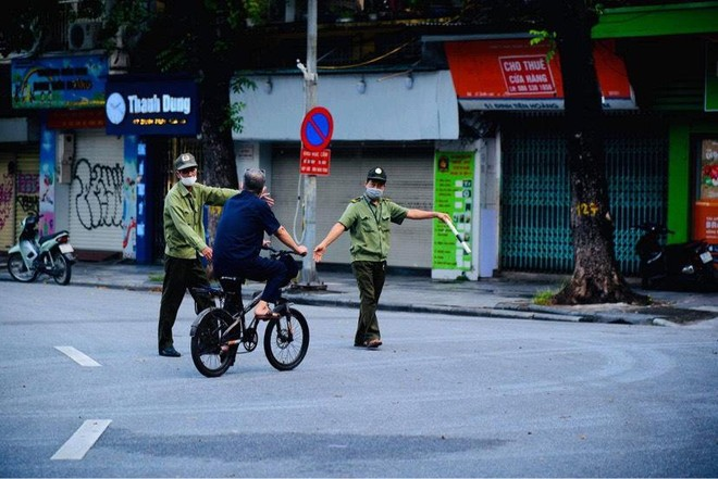 Hà Nội giãn cách xã hội: Người dân ra đường không lý do chính đáng có thể bị phạt từ 1-3 triệu đồng ảnh 1