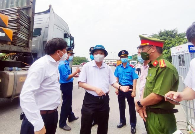 """Chủ tịch Hà Nội thị sát đường vành đai 3, chỉ đạo phương án thông xe """"luồng xanh"""" quá cảnh nhanh nhất ảnh 1"""