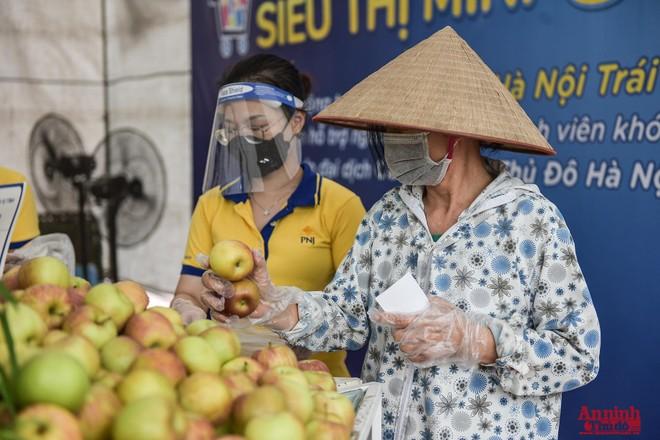 Hà Nội đảm bảo hàng hóa thế nào khi một số chợ đầu mối, siêu thị phải đóng cửa do Covid-19? ảnh 1