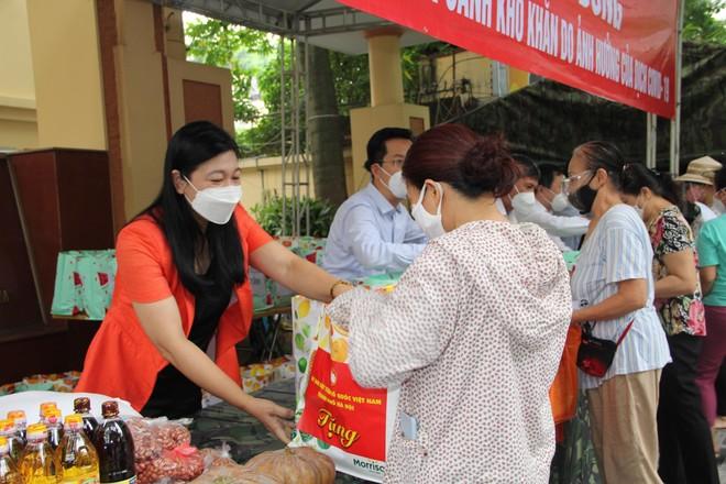 """Thêm """"gian hàng 0 đồng"""" hỗ trợ 300 người dân khó khăn ở quận Hoàn Kiếm ảnh 1"""