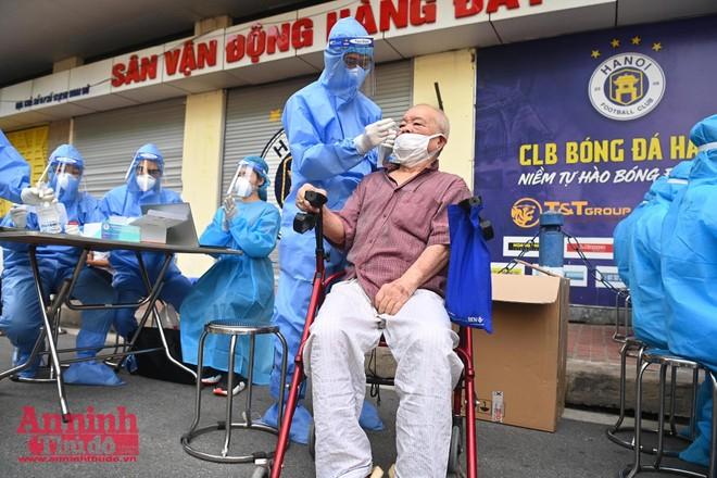 Hà Nội: Tiêm chủng đạt kỷ lục 600.000 mũi/ngày, xét nghiệm phải tăng tốc hơn ảnh 1