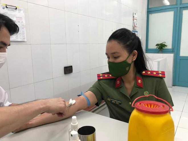 Thanh niên Công an Thủ đô kịp thời hiến 9 đơn vị máu cứu bệnh nhân Bệnh viện Việt Đức ảnh 1