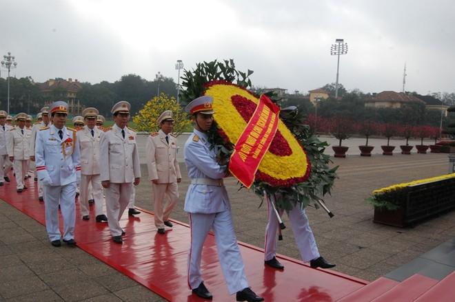 Lãnh đạo Đảng, Nhà nước, Chính phủ, Quốc hội viếng Chủ tịch Hồ Chí Minh ảnh 3
