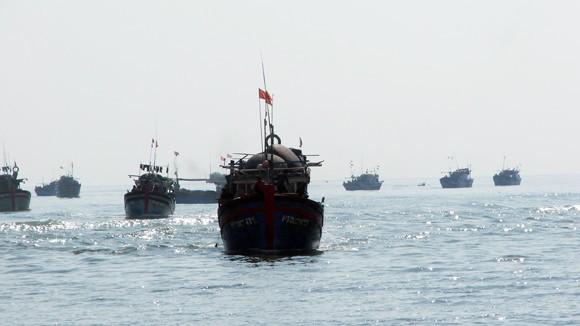Kéo tàu vượt cạn, một ngư dân bị đứt lìa bàn chân ảnh 1