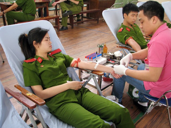 Giọt máu nghĩa tình vì đồng đội thân yêu ảnh 2
