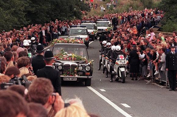 """""""Bà đầm thép"""" Thatcher được tổ chức lễ tang theo nghi thức quân đội ảnh 1"""