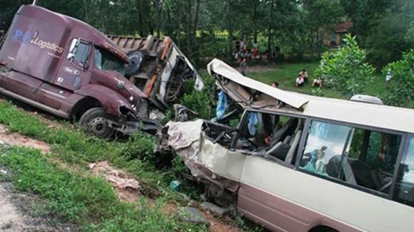 Tai nạn giao thông nghiêm trọng, 5 người chết, 9 người bị thương nặng ảnh 1