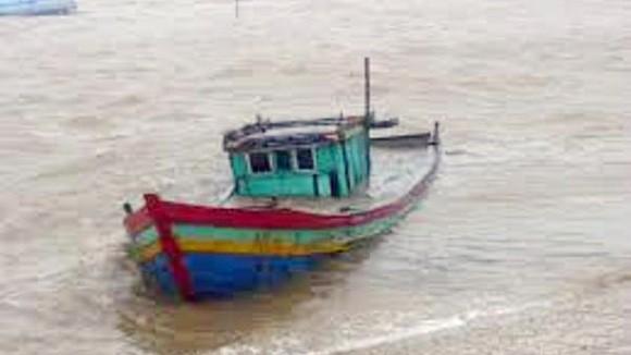 Tàu lạ đâm chìm tàu cá ngư dân, một người mất tích ảnh 1