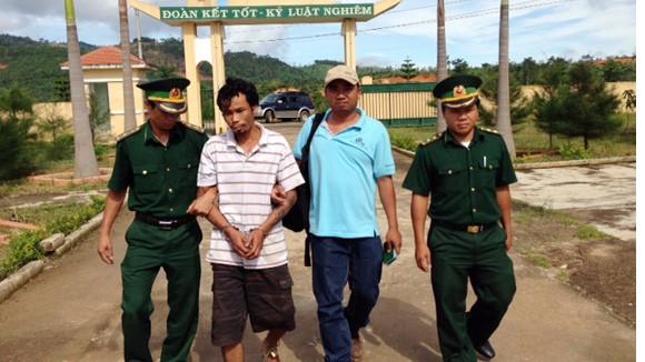 Truy bắt đối tượng giết người trốn truy nã trên đất Lào ảnh 1