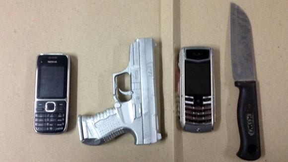 Sinh viên mang dao và súng nhựa đi cướp taxi ảnh 2
