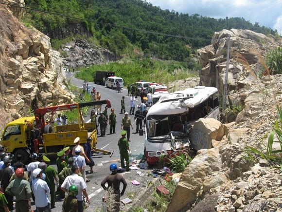 Xây tường chắn tại điểm xảy ra tai nạn giao thông thảm khốc ảnh 1