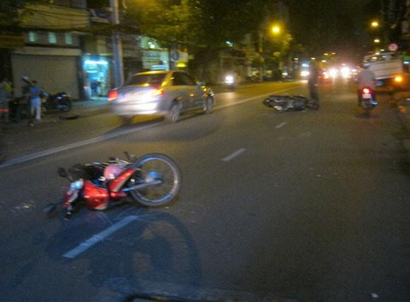 Bảo vệ khách sạn lái xe của khách gây tai nạn liên hoàn ảnh 1