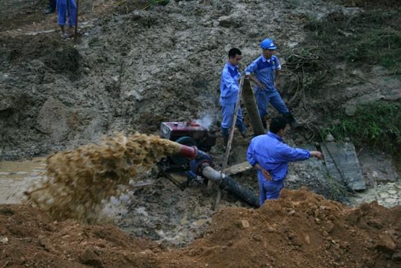 Cấp nước trở lại cho 70.000 hộ dân sau sự cố vỡ đường ống dẫn nước sạch ảnh 1