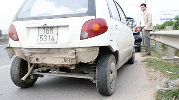 Phanh gấp, 7 xe ô tô tông vào đuôi nhau trên đường Thăng Long - Nội Bài ảnh 3