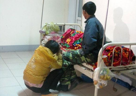 Không chịu nằm chung giường, bệnh nhân chết tại hành lang bệnh viện ảnh 1