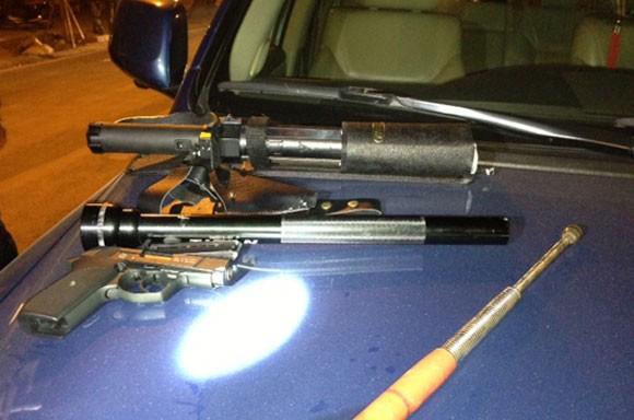"""Phát hiện """"kho"""" vũ khí nóng trên xe Lexus biển nhiều số 9 ảnh 1"""