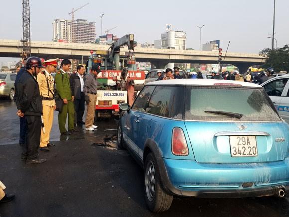 Hà Nội: Mini cooper bốc cháy giữa đường ngày cuối năm ảnh 6