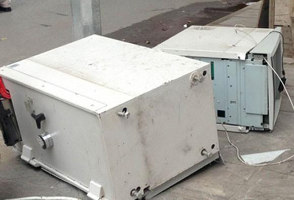 Hà Nội: Một cây ATM bị phá tung ảnh 2
