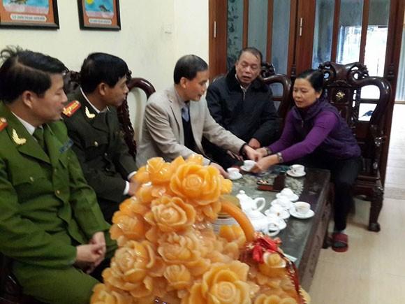 Công an Hà Nội thăm và tặng quà các chiến sĩ có hoàn cảnh khó khăn
