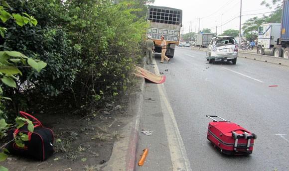Nhặt va-ly giữa QL.1A, một phụ nữ chết thảm ảnh 1