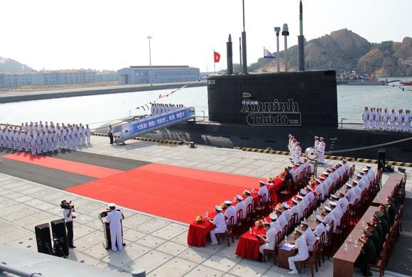 Lễ tiếp nhận và thượng cờ tàu ngầm Hà Nội ảnh 2