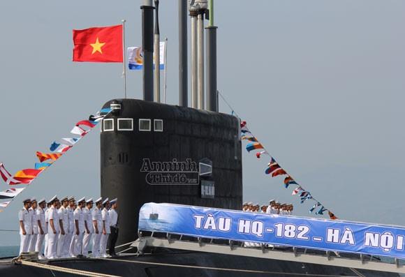 Lễ tiếp nhận và thượng cờ tàu ngầm Hà Nội ảnh 1