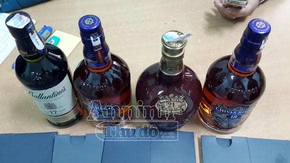 Hà Nôi: Bắt giữ hơn 400 chai rượu ngoại nhập lậu ảnh 4