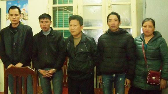 """""""Cò vé"""" tại các bến xe ở Hà Nội """"lộng hành"""" ảnh 1"""