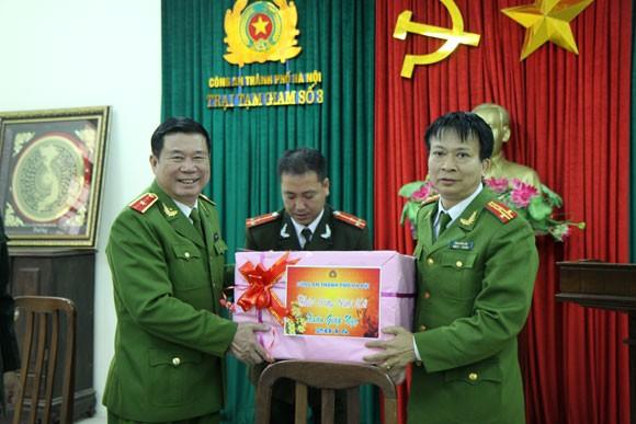 Lãnh đạo Công an Hà Nội chúc Tết tại các trại tạm giam ảnh 3