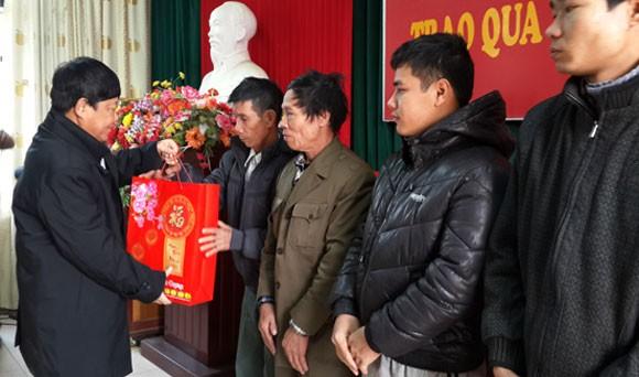 Hợp tác xã Thành Công tặng quà Tết các nạn nhân bị chất độc da cam ảnh 1