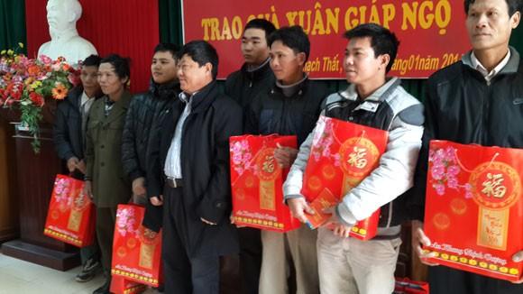 Hợp tác xã Thành Công tặng quà Tết các nạn nhân bị chất độc da cam ảnh 2