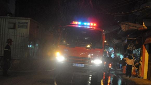 Hà Nội: Cháy nhà 4 tầng, một Cảnh sát bị ngạt khí ảnh 1