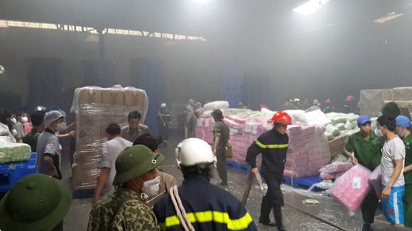 Toàn cảnh đám cháy lớn xảy ra tại công ty Diana ảnh 9