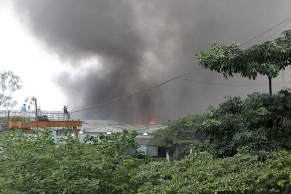 Toàn cảnh đám cháy lớn xảy ra tại công ty Diana ảnh 4